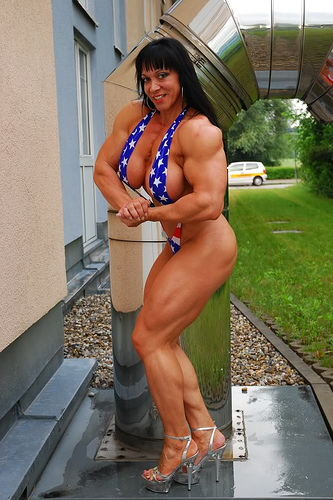 jana 4th 2 And a couple of photos of one the the biggest female bodybuilders today Jana ...
